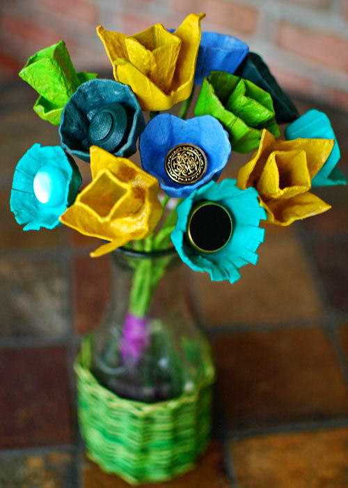 recycling paper: paper flowers out of the box from under the eggs